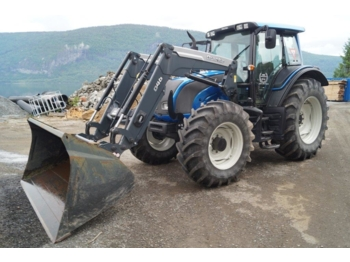 Tracteur agricole Valtra N141