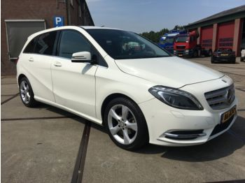 Mercedes-Benz B 180 CDI 110 PS /NAVI/XENON/PDC/F1 FLIPPERS/LED  - voiture