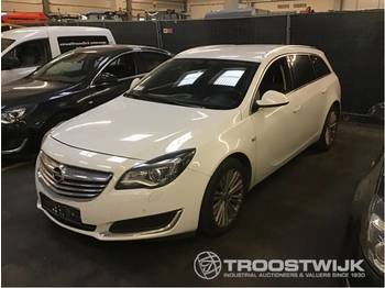 Opel Insignia Sports Tura SW - voiture