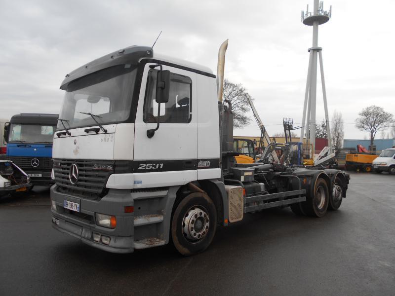 camion ampliroll Mercedes Actros 2531