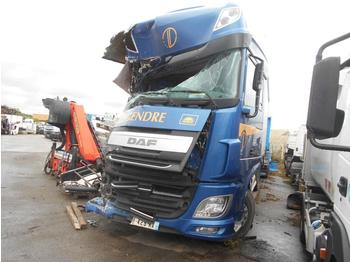 Camion bâche DAF XF105 460