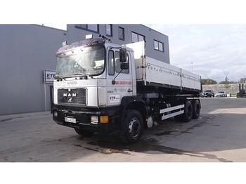 Camion benne MAN 26.322 (BIG AXLE / STEEL SUSPENSION / MANUAL PUMP / EURO 2)