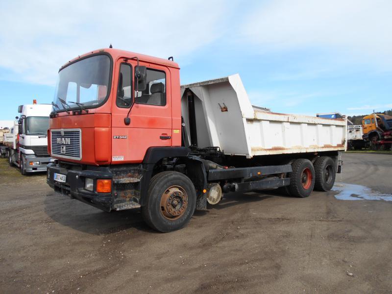 camion benne MAN F2000
