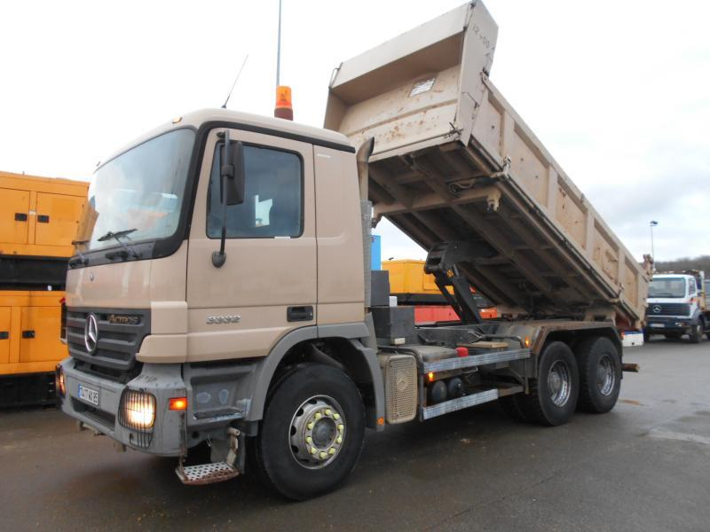 camion benne Mercedes Actros 3332