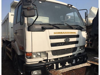 NISSAN PF6 - camion benne