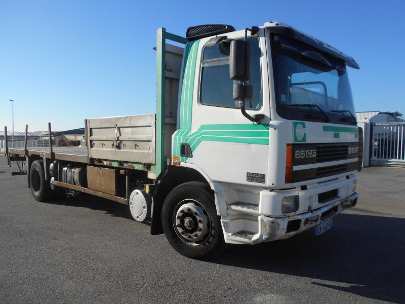 camion plateau DAF CF65 210