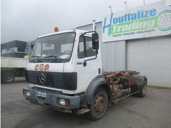 Camion porte-conteneur/ caisse mobile Mercedes-Benz SK 1834