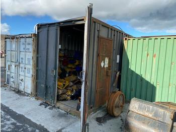 Conteneur 40' Container c/w Parts/Ratching/Pipes (Located at Cumnock, KA18 4QS, Scotland) No crane available - buyer will need to provide crane themselves for loading: photos 1