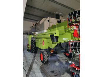 CLAAS Dominator 150 - moissonneuse-batteuse