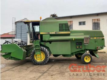Moissonneuse-batteuse John Deere 1065