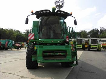 Moissonneuse-batteuse John Deere W550