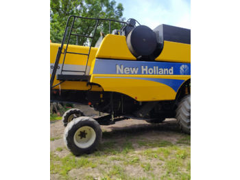 NEW HOLLAND CSX 7050 - moissonneuse-batteuse