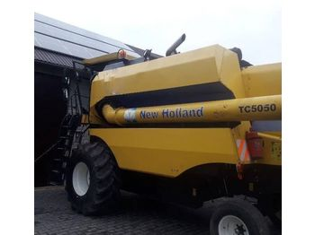 NEW HOLLAND TC5050 - moissonneuse-batteuse