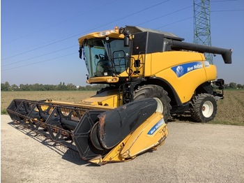 New Holland CR9060 - moissonneuse-batteuse